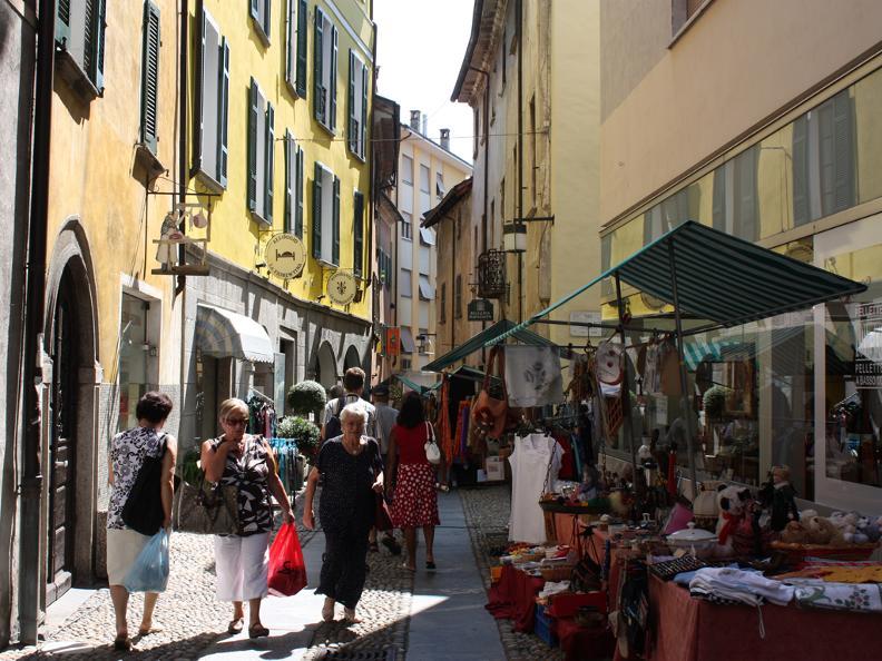 Disfashion mercato di fine stagione ascona locarno for Lago arredo cittadella