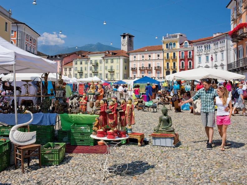 ascona locarno scoprite la dolce vita markt auf der piazza grande locarno. Black Bedroom Furniture Sets. Home Design Ideas